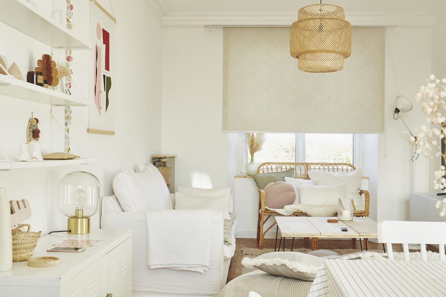 4 solutions modernes pour habiller les fenêtres de votre salon !